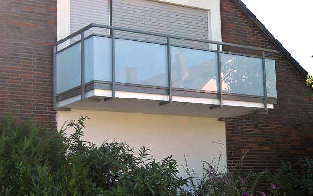 Balkonsanierung, Geländer Alu/Glas