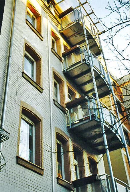 Balkonneuerstellung aus Stahl